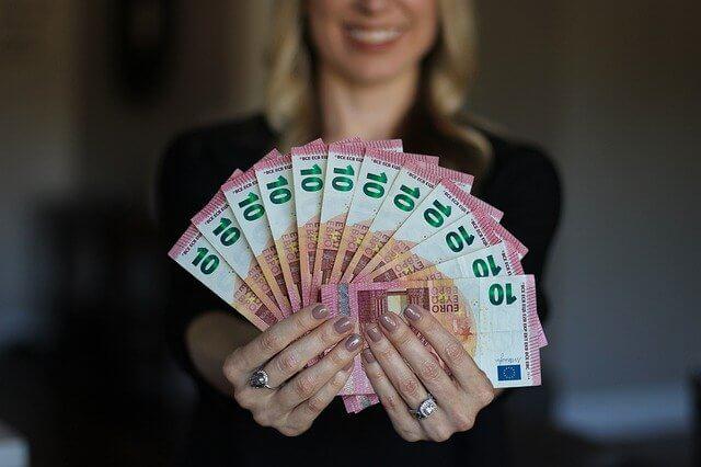 Pożyczanie pieniędzy